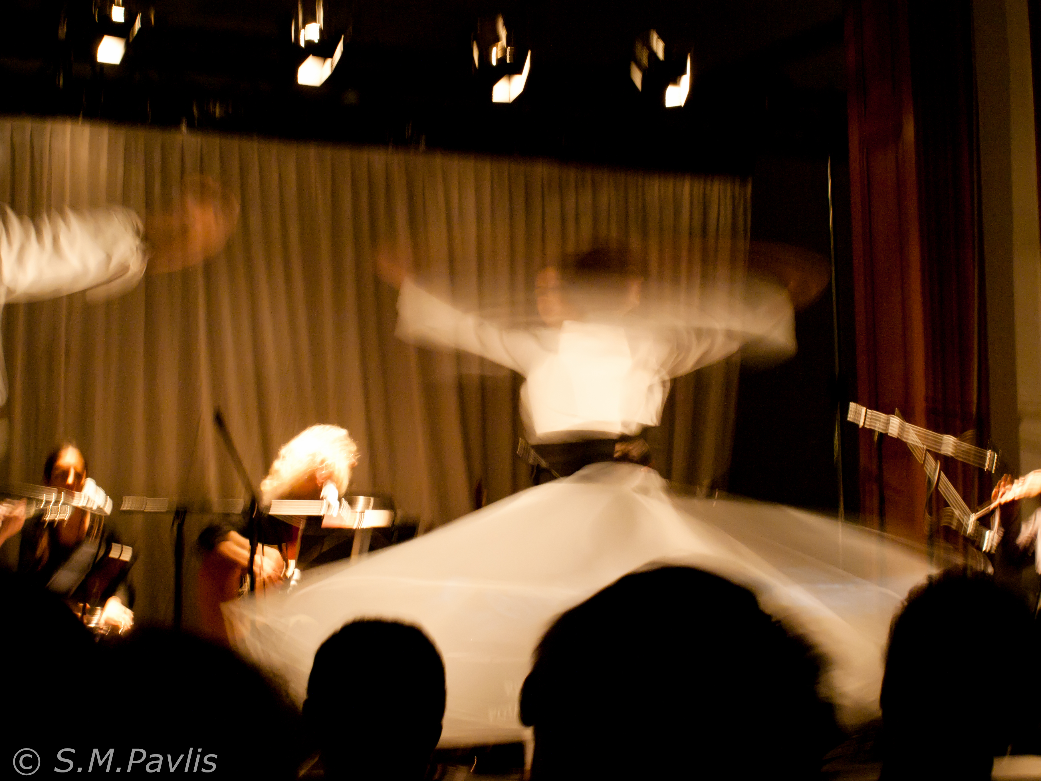 DERVISHAKI De danse soufie au zeybek