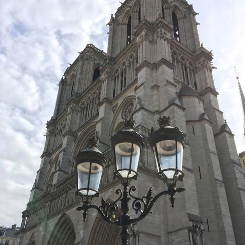 Paříž a její krásy.