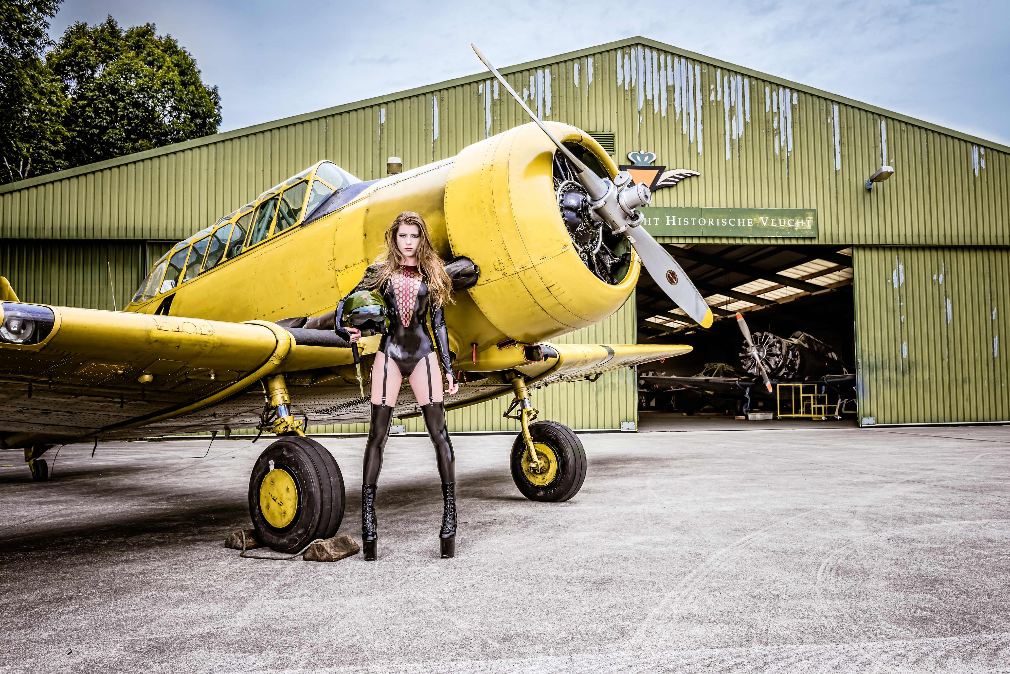 Airplanes-&-babes-02-02