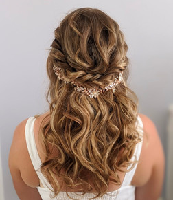 Half up half down wavy bridal hairstyle.
