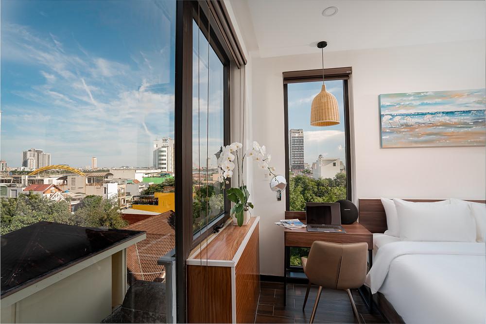 Dragon View Riverfront Hotel