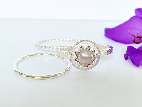 Mauve pearl ring set in sterling silver