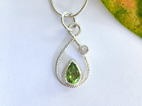Peridot and White Topaz pendant in Sterling Silver