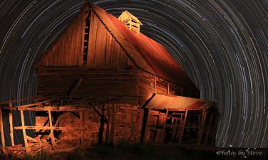 Star trailsbarn.jpg