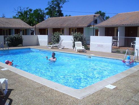 piscine hôtel les pins hourtin.jpg