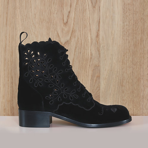 Broderie Anglaise boot
