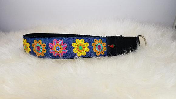 Paprika Halsband Flowers on Jeans