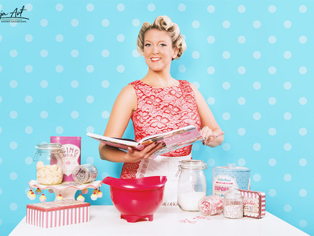 BAKERY Pin Up | DORIS