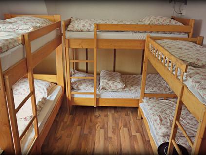 Munkásszállón, egy fizetésből él a három gyermeket nevelő család, egyre reménytelenebb helyzetben