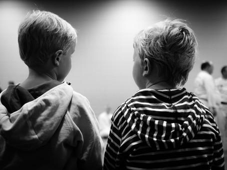 Egyedül maradt két kisfiával a nehéz helyzetbe került édesapa