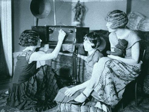 1920s-radio-440x330_edited.jpg