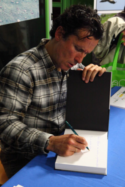 Jose Diaz_firma de libros