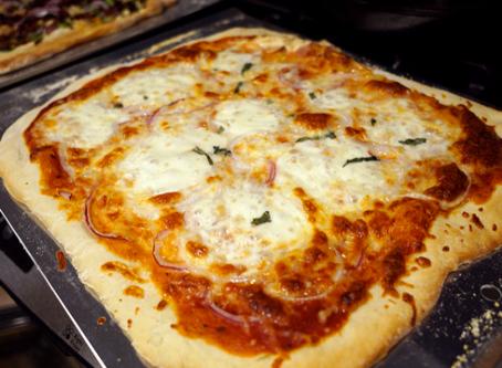 Do Men Eat More Pizza in Front of Women?