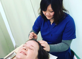 Japan: the acupuncturist has acupuncture
