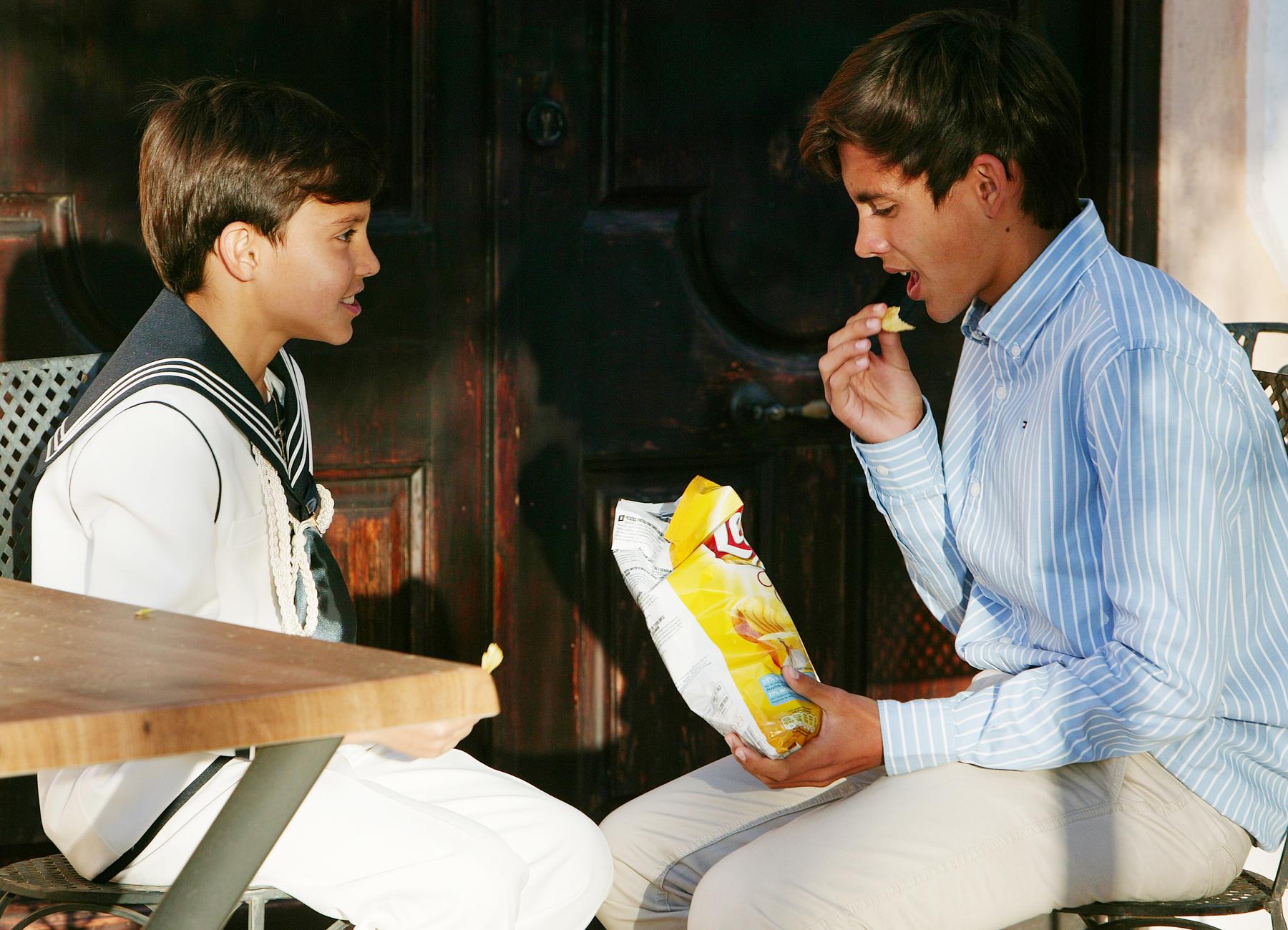 Alejandro con su hermano