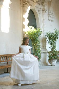 Valeria en el Claustro de San Nicolás