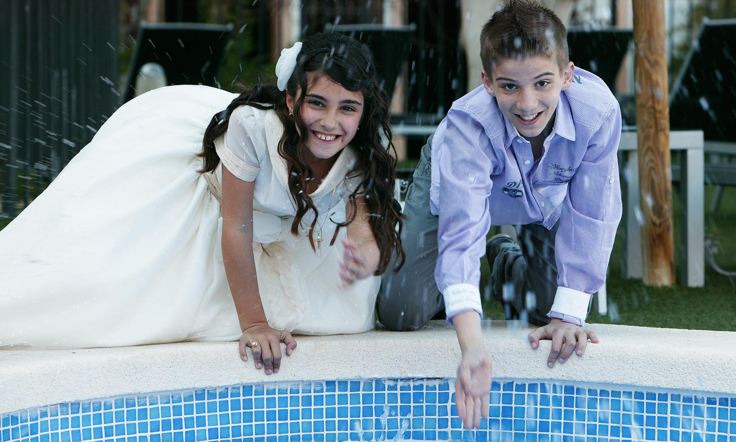 Elena con su hermano
