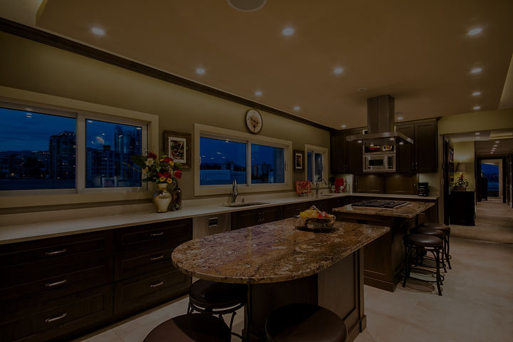 23-kitchen-full-view-window-wall_edited.