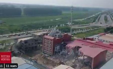 Actualités: 1 000 agents du gouvernement démolissent une église en Chine