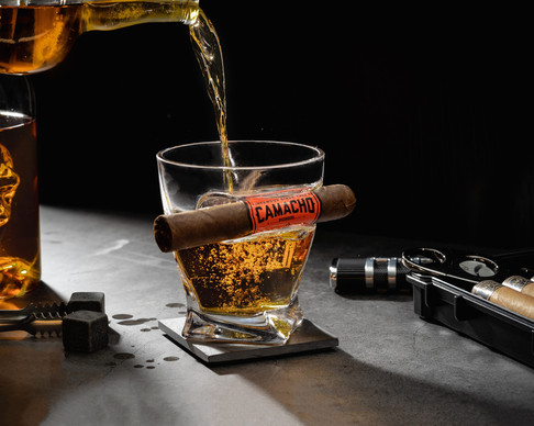 cigar whisky pouring
