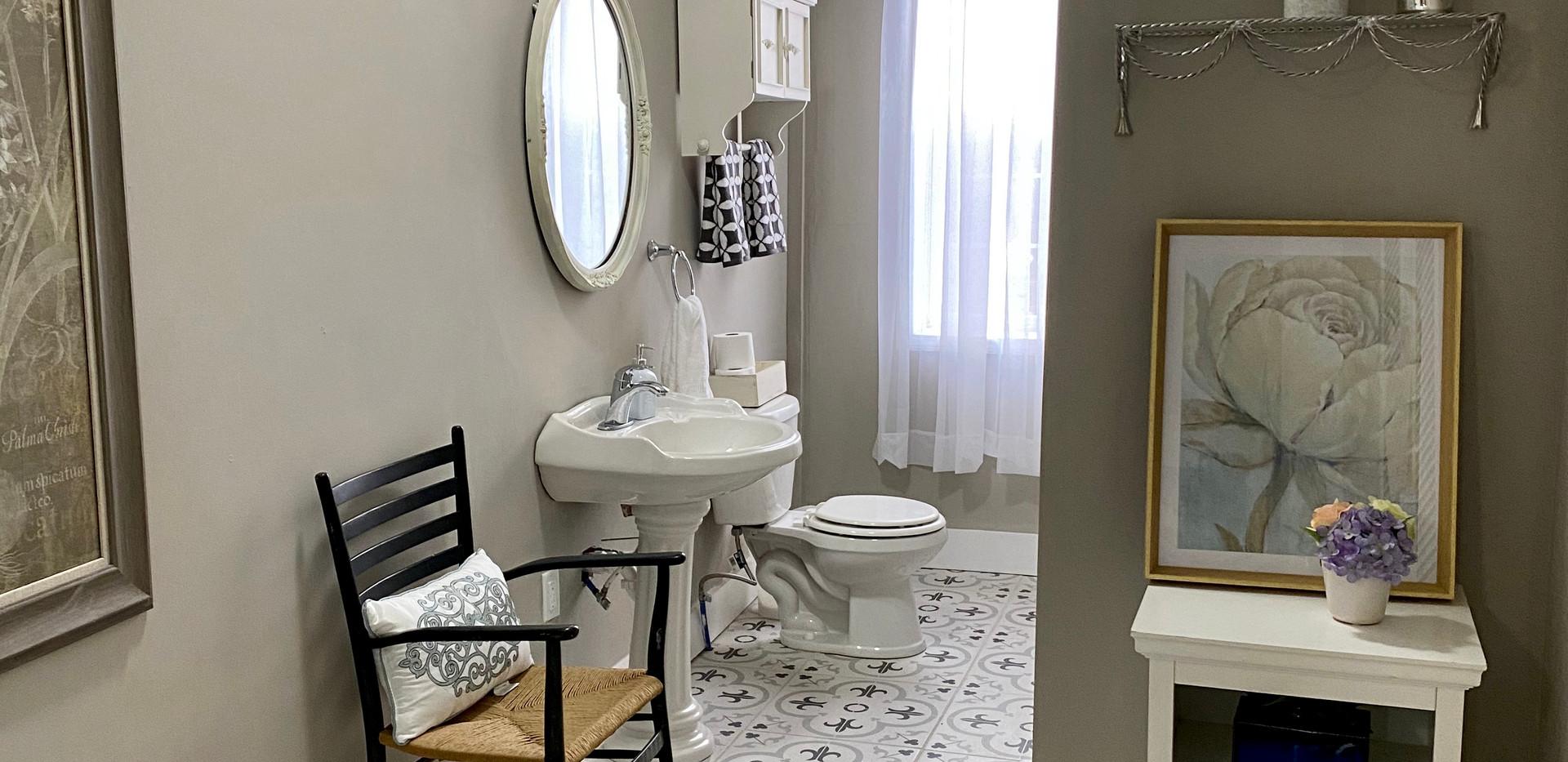 guest bath pic 2.jpg