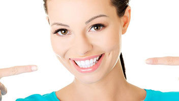 A beutiful womans haed with perfect white teeth, teeth whitening