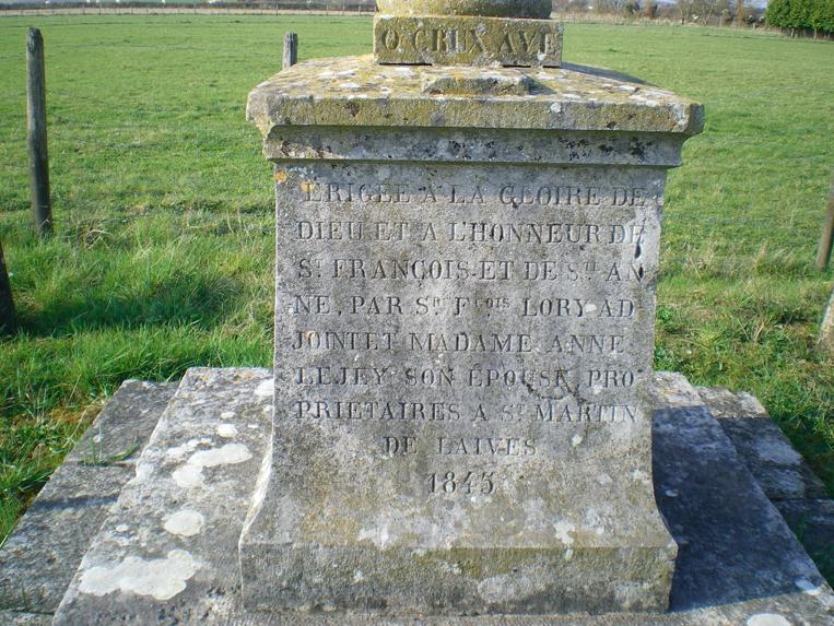La croix dite « Bichet» située sur la route de Beaumont, naguère appelée la  « rue de la goutte »