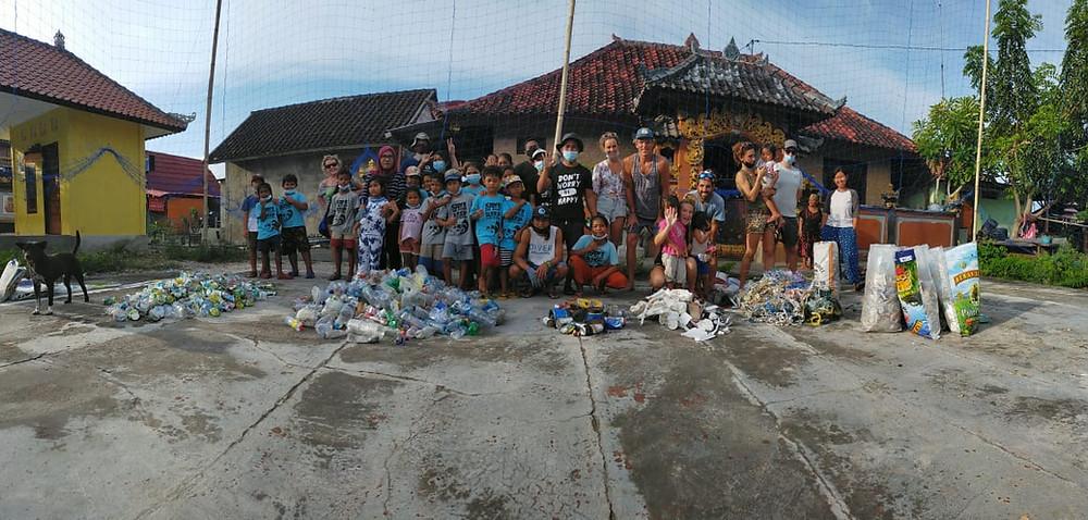 Beach clean up in Nusa Penida