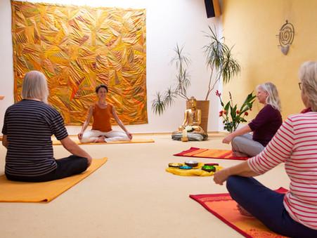 Offene Yoga-Gruppen  | dienstags 10.00 - 11.30 + 17.30 - 19.00 Uhr und donnerstags 19.00 - 20.30 Uhr