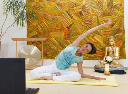 Yoga-Live ... im Well-Balanced Institut und Online im Livestream, donnerstags 19.00 - 20.30 Uhr
