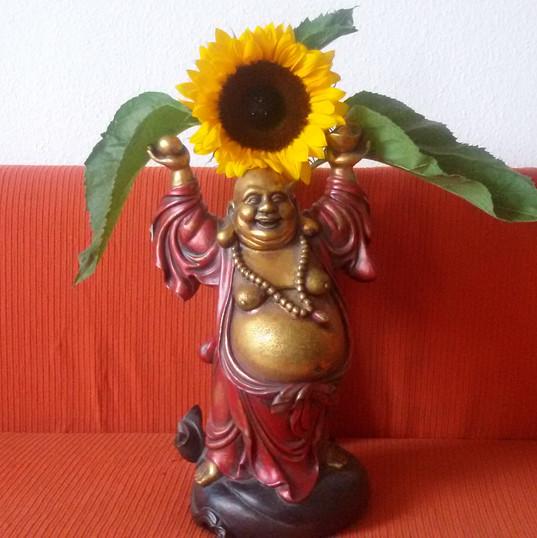 Buddha mit der Sonnenblume