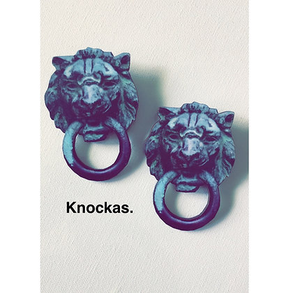 Knockas.