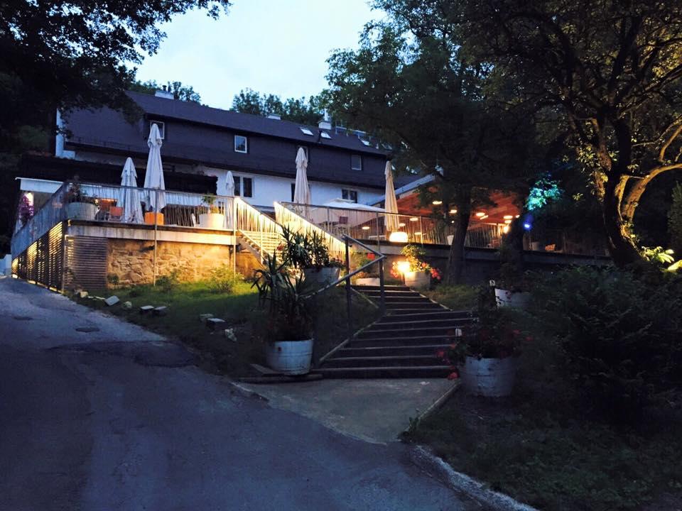 fischerhaus bei nacht