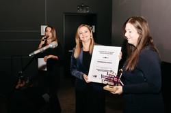 Natalija i Tena - preuzimanje nagrade