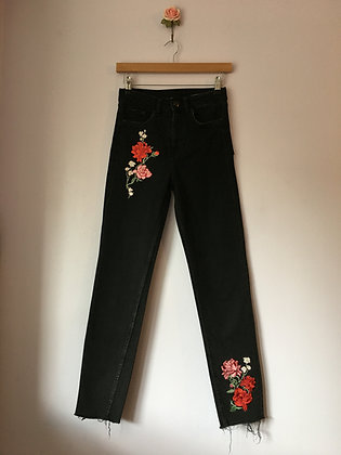 HIGH WAIST MOM JEANS WITH FLOWERS
