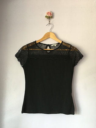 T-SHIRT WITH UPPER LACE DETAIL