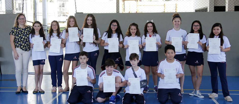 Alunos da Saint Helena Bilingual Education recebem o certificado Cambridge Assessment English