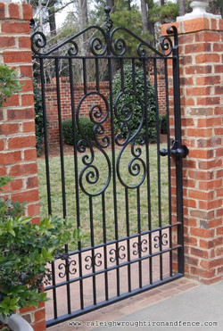 c32d23a1c623a61b09fd42e080b87b62--wrought-iron-garden-gates-metal-gates