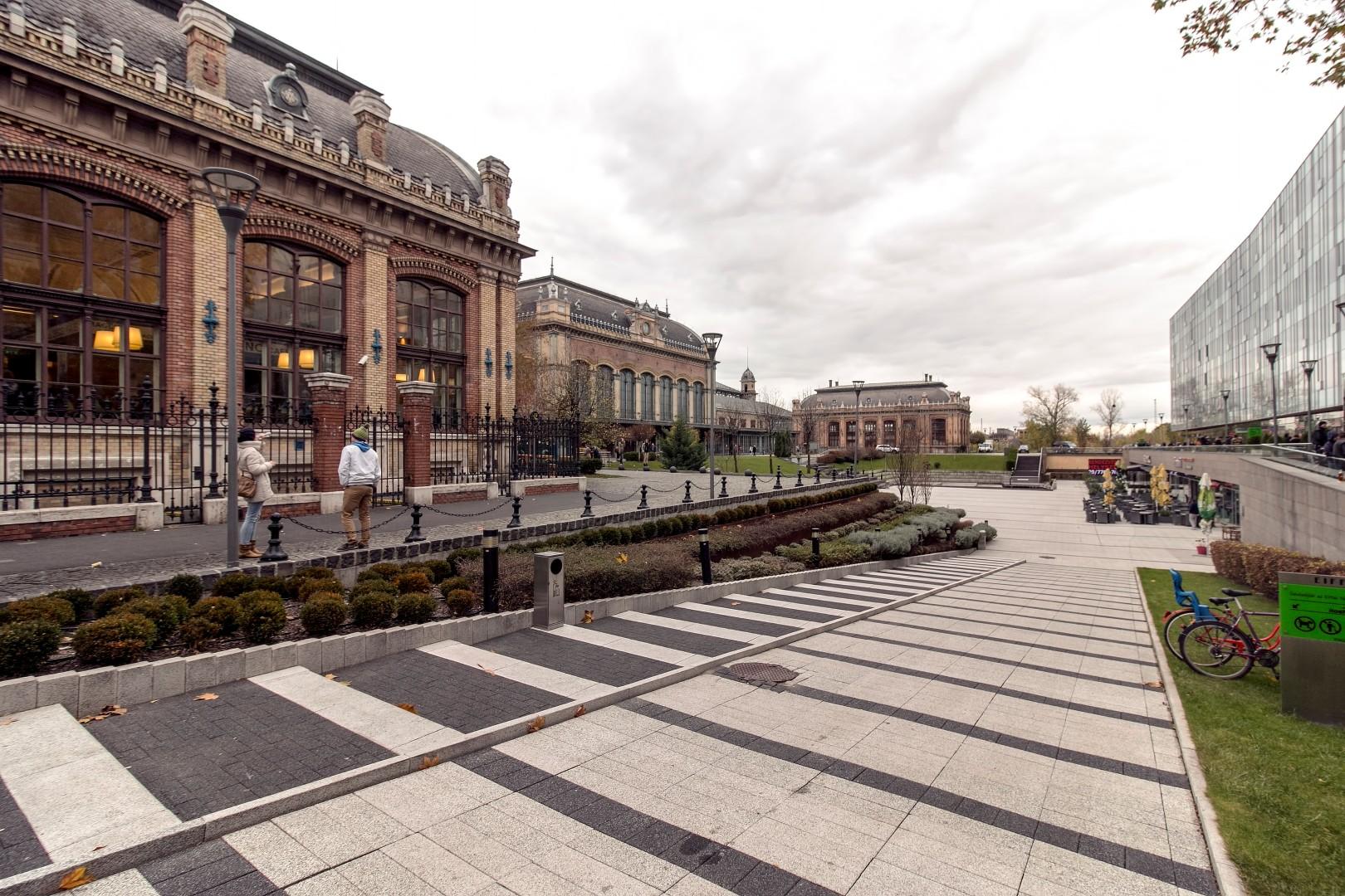 Nyugati square