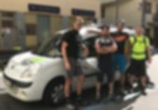 Gruppe am Auto.jpg