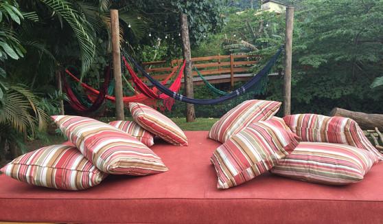 jardim com redes e cama.JPG
