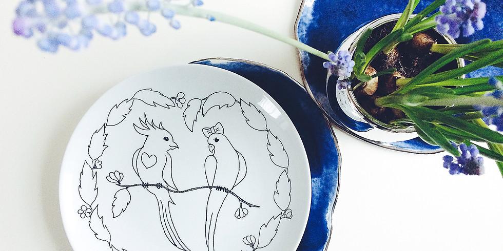 Porcelāna šķīvju apgleznošana