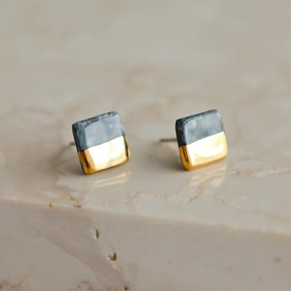 Gray stud earrings XS