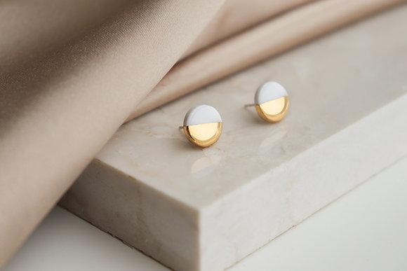 White earrings XS
