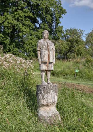 Andris Eglītis  Skulptūru sērija Aiz kalniņa dūmi kūp  2012