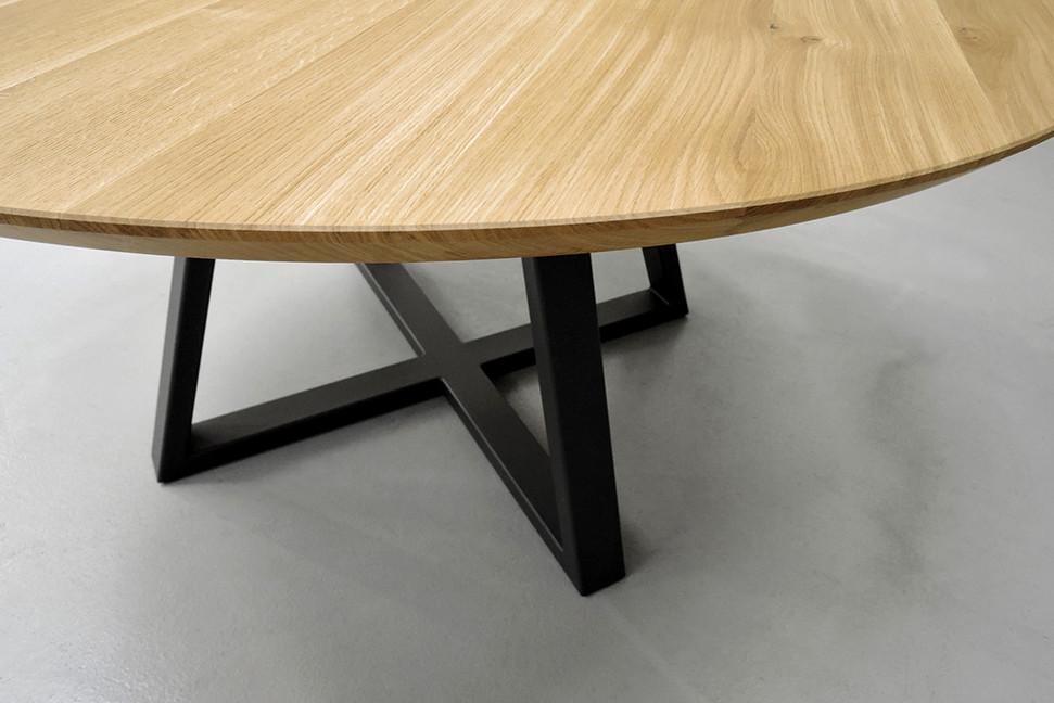 Большой овальный стол из массива