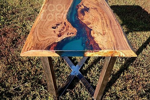 Журнальный стол из дерева и эпоксидки