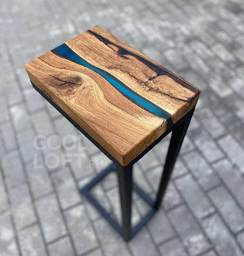 Приставной стол из дерева