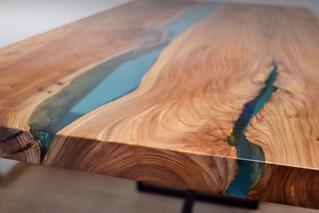Обеденный стол-река с лазурной рекой
