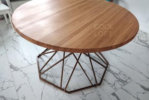 Большой круглый стол из массива